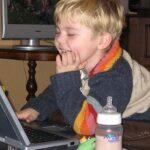 Вредни ли са екранните устройства за децата?
